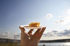 Miód grępla na białym spodeczku Fotografia Stock