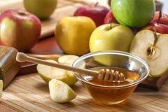 Miód i jabłka fotografia stock