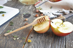 Miód i jabłka zdjęcia royalty free