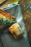 Miód na drewnie zdjęcia stock