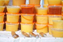 Miód w plastikowych zbiornikach Obraz Royalty Free