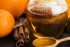 Miód z cytrusa cynamonem i owoc zdjęcia royalty free