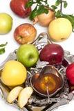 Miód z jabłkiem dla Rosh Hashana Zdjęcie Royalty Free