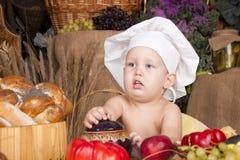 Miúdo bonito como um cozinheiro chefe Imagens de Stock Royalty Free