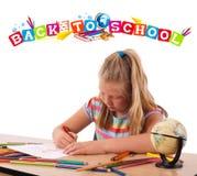 Miúdo com de volta ao tema da escola isolado no branco Foto de Stock Royalty Free