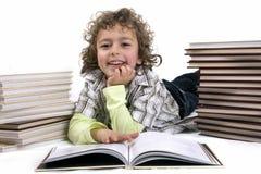 Miúdo com livros Imagens de Stock