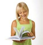 Miúdo com um livro imagens de stock
