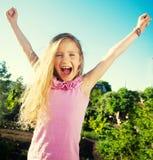 Miúdo feliz ao ar livre fotografia de stock