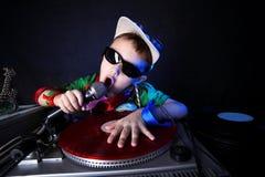 Miúdo fresco DJ na ação Fotos de Stock Royalty Free