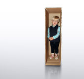 Miúdo na caixa Fotos de Stock