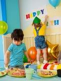 Miúdo na festa de anos Fotografia de Stock