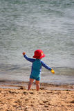 Miúdo na praia Fotografia de Stock