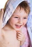 Miúdo na toalha de banho Fotografia de Stock Royalty Free