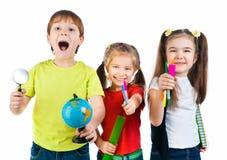 Miúdos com caderno e globo fotografia de stock royalty free