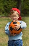 Miúdos com uma esfera Foto de Stock Royalty Free