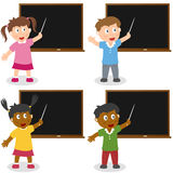Miúdos da escola com quadro-negro Foto de Stock