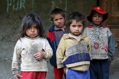 Miúdos desabrigados da rua imagens de stock