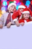 Miúdos do Natal com uma bandeira Imagens de Stock Royalty Free