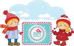 Miúdos engraçados felizes com letras dos feriados. Fotos de Stock