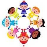 Miúdos felizes dos desenhos animados do inverno no círculo Fotografia de Stock