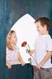 Miúdos felizes que jogam o amor Fotos de Stock