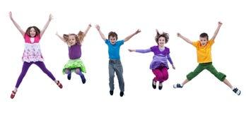 Miúdos felizes que saltam altamente - isolado Imagens de Stock Royalty Free