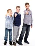 Miúdos felizes que trabalham em equipe Imagens de Stock