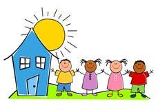 Miúdos infanteis com uma casa Fotos de Stock Royalty Free