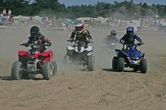 Miúdos na cruz do moto Fotografia de Stock Royalty Free