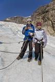 Miúdos na excursão da geleira em Noruega Fotos de Stock Royalty Free