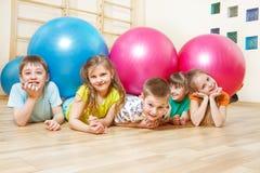 Miúdos na ginástica Fotos de Stock