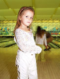 Miúdos no bowling Fotos de Stock Royalty Free