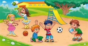 Miúdos no campo de jogos. Foto de Stock