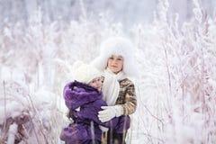 Miúdos no inverno Foto de Stock Royalty Free