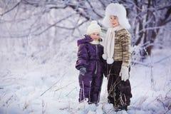 Miúdos no inverno Imagem de Stock