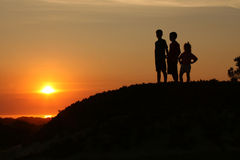 Miúdos no por do sol 2 Imagens de Stock Royalty Free