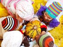 Miúdos nos chapéus Fotografia de Stock Royalty Free