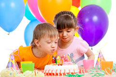 Miúdos que comemoram a festa de anos Fotografia de Stock Royalty Free