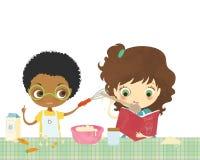 Miúdos que cozinham junto Imagens de Stock