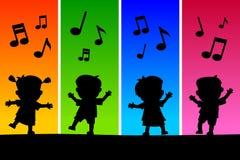 Miúdos que dançam silhuetas Fotografia de Stock Royalty Free