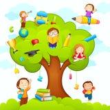 Miúdos que estudam na árvore ilustração royalty free