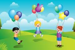 Miúdos que jogam com balões Fotos de Stock
