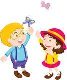 Miúdos que jogam com borboleta Foto de Stock Royalty Free