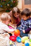 Miúdos que jogam em casa Imagem de Stock