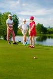 Miúdos que jogam o golfe Fotos de Stock Royalty Free