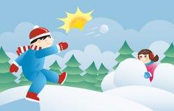 Miúdos que jogam snowballs Fotografia de Stock