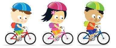 Miúdos que montam bicicletas Fotografia de Stock Royalty Free
