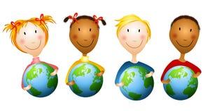 Miúdos que prendem globos da terra ilustração do vetor