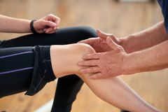Mięśnia napięcie podczas treningu obrazy stock