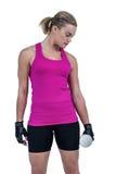 Mięśniowa kobieta ćwiczy z dumbbells Obraz Stock